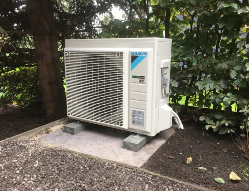 Daikin airconditioning systeem, buitenunit opstelling in tuin